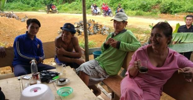 Susi Pudjiastuti Blusukan Dengan Nelayan Memberi Alat