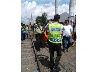Seorang Nenek Tewas Tersambar Kereta KA Di Jakarta Barat