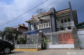 Rumah Mewah Produksi Miras Oplosan Pemilik Kabur