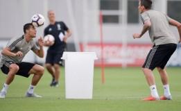 Ronaldo Kembali Berlatih Serta Tampak Ceria Usai Insiden Kartu Merah