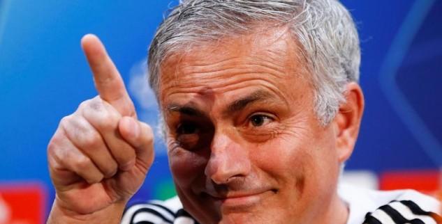 Manchester United Bisa Bangkit Jika Percaya Mourinho