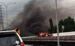 Mobil Terbakar di Tol Juanda-Waru, 2 Unit Mobil PMK Dikerahkan